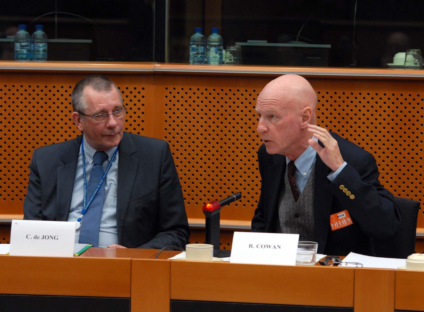 Dennis_de_Jong_Richard_Cowan_EU_Brussels_8_12_2010.jpg