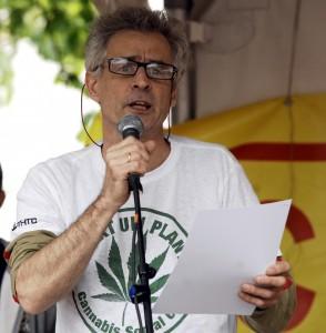joep_oomen_cannabis_bevrijdingsdag_antwerpen_2015_foto_db_3156-294x300.jpg